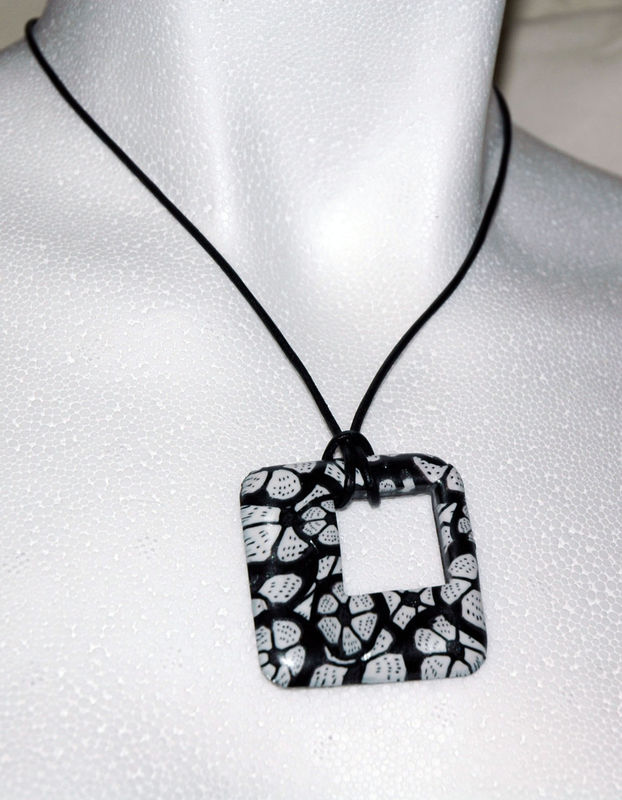 Black_and_White_Pendentif_en_pâte_fimo