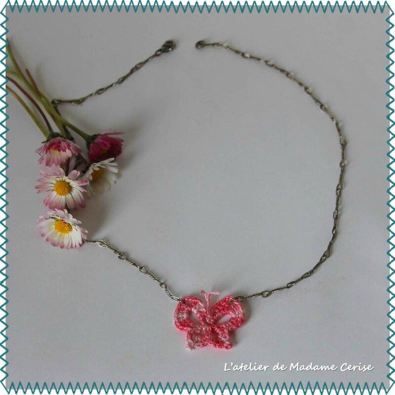 collier-papillon-rose-carre