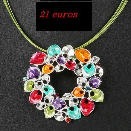75cmisCollier Ikita en émail et strass de verre avec couronne fleurie multicolore sur 9 cables verts 21