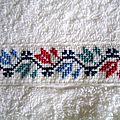 serviette à main, motif tulipe stylisé 1
