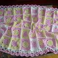 Une couverture bien chaude aux douces couleurs pour bébé