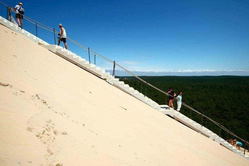 montee-de-la-dune-du-pyla-par-l-escalier-mis-a-disposition-des-visiteurs-le-7-aout-2009