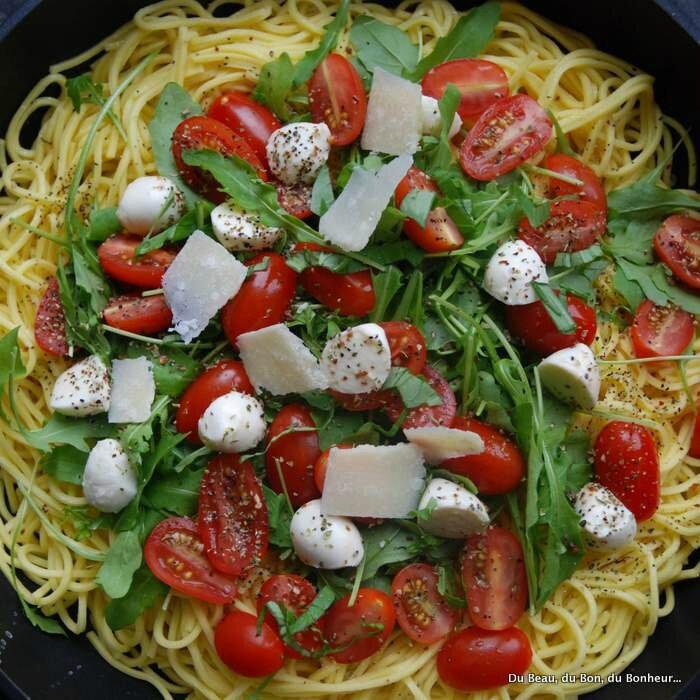 P tes fra ches la roquette tomates mozzarella et parmesan du beau du bon du bonheur - Pate a la mozzarella ...