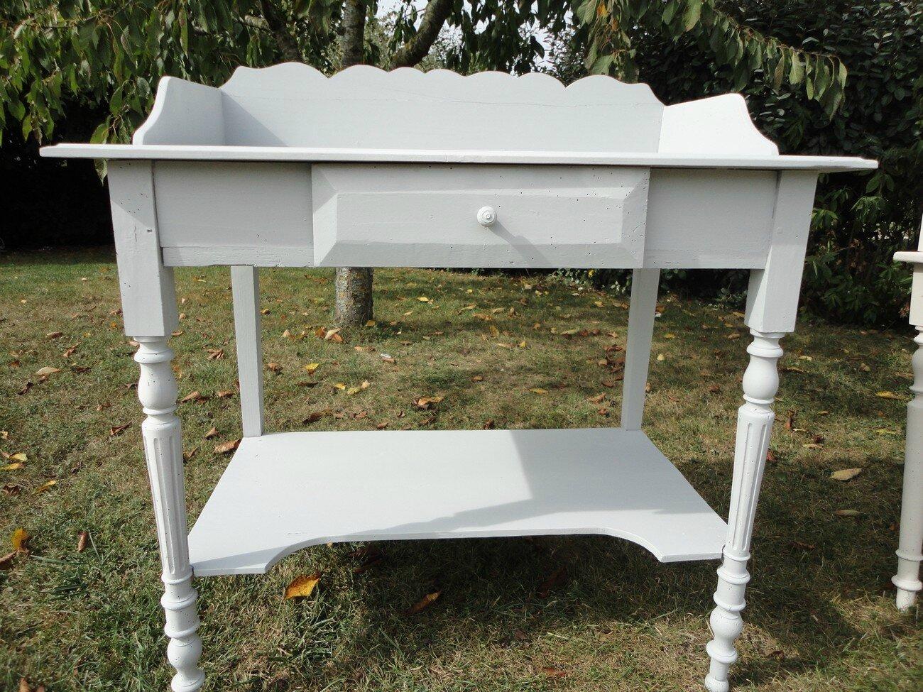 Peinture et patine sur des meubles anciens charme d 39 antan for Peinture pour meubles anciens