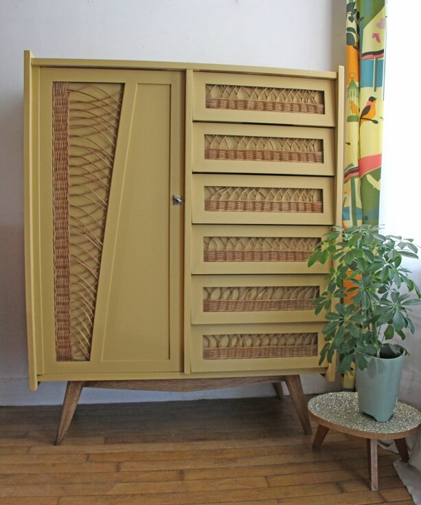 armoire-commode-en-rotin-moutarde-face