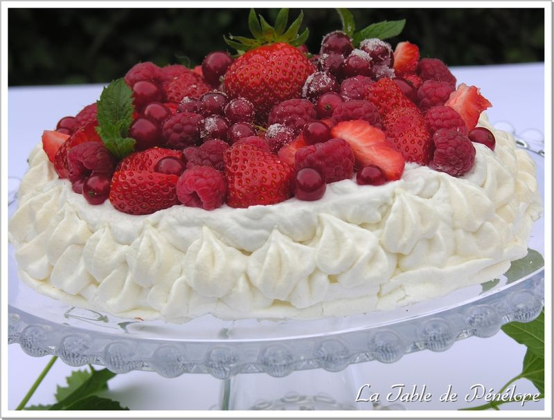 Pavlova_fruits_rouges_2