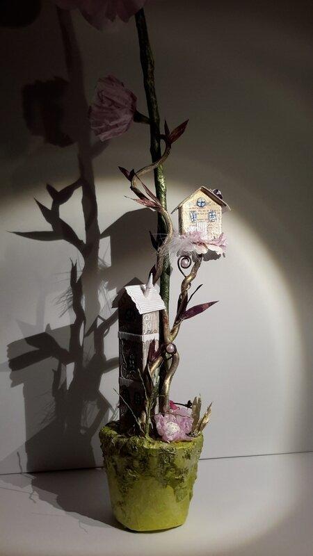un village de petites fées au pied d'une fleur