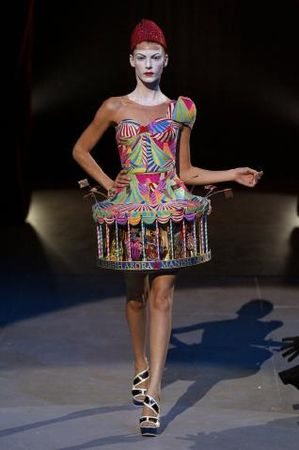 339685_defile_manish_arora_paris_printemps_318x479_1