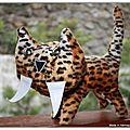 Le chat à dent dents de sabre !