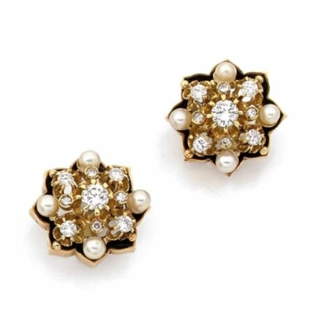 Paire de clips d'oreilles étoiles en or jaune, diamants taillés en brillant et perles fines