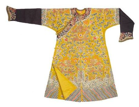 A_yellow_silk_ground_embroidered_dragon_robe