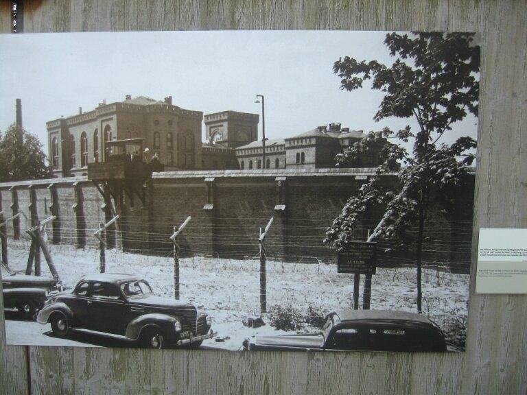 Berlin_Wall_Nuremburg_Allies_vs_defendants_4-large