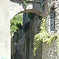 P1090030 Arceaux d'une rue étroite