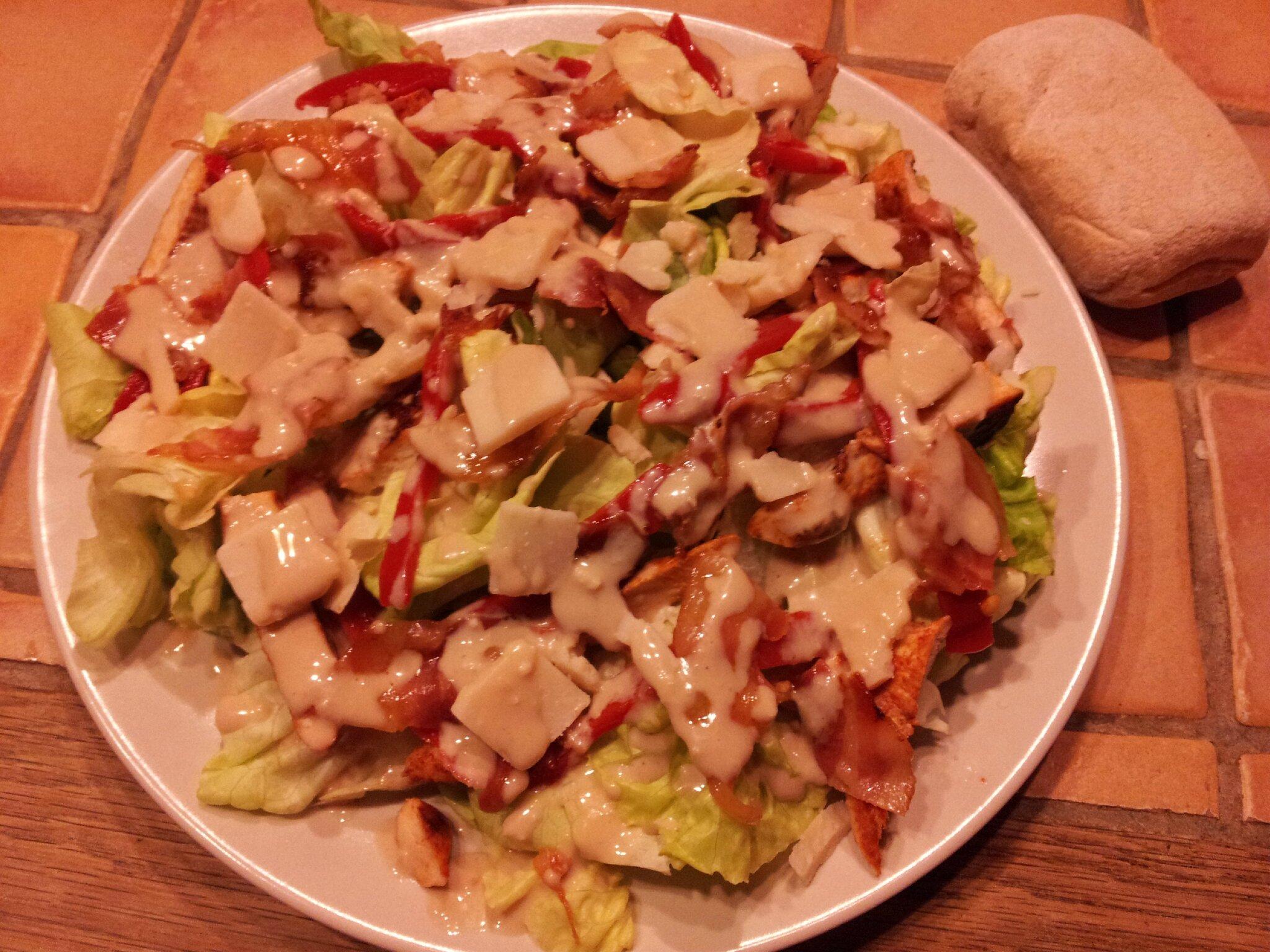 Salade César revisitée (poulet croustillant à la polenta):