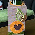 Etiquettes décoratives pour bouteille.