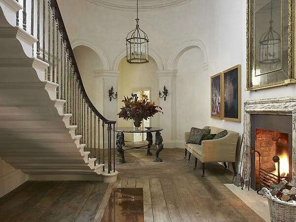 sweeping-staircase-by-simon-upton-for-rose-uniacke