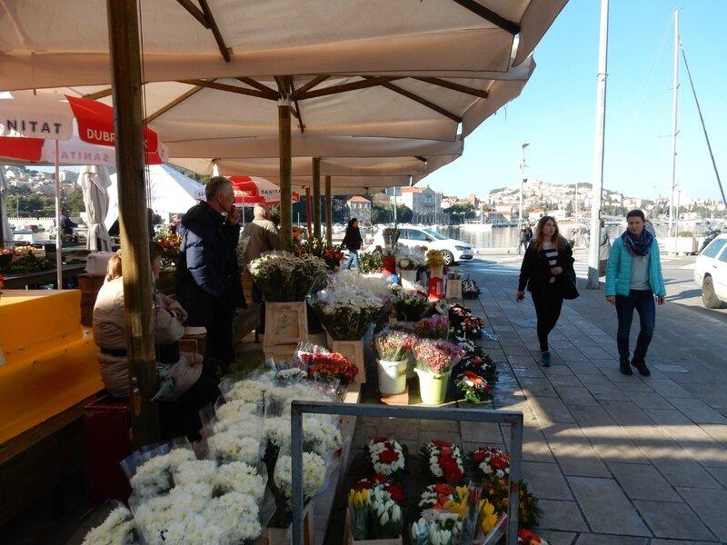Le marché sur le port de Dubrovnik 160217