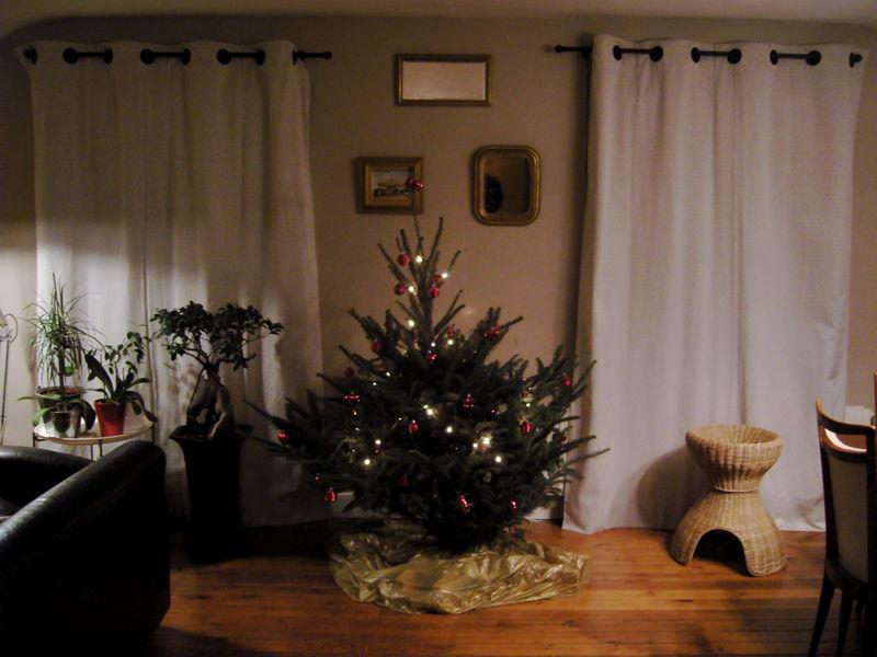 lustre noel les lves travaillent dur pour donner la parade de nol with lustre noel massive. Black Bedroom Furniture Sets. Home Design Ideas