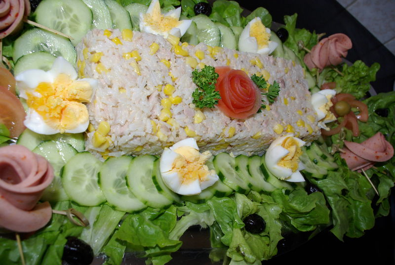 Id e pr sentation de grand plat de salade again malikamour for Plat entree originale
