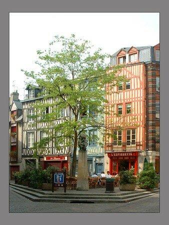 Rouen_Place_St_Amand