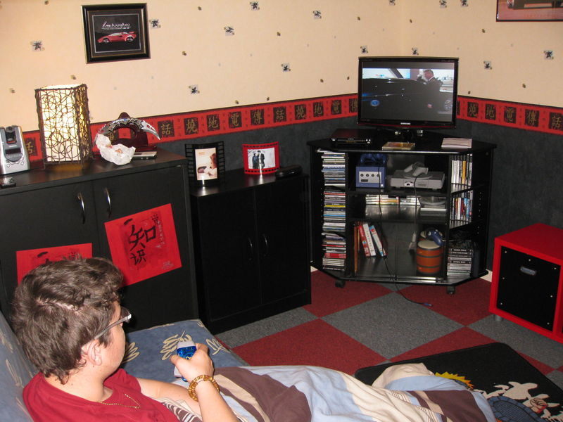 chambre noire et rouge free chambre a coucher ado rouge et gris chambre a coucher ado chambre a. Black Bedroom Furniture Sets. Home Design Ideas