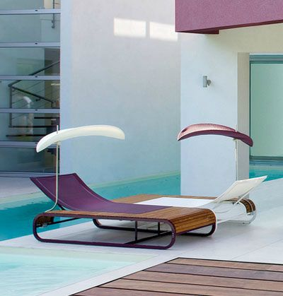 La sieste au bord de la piscine un incontournable for Transat piscine design