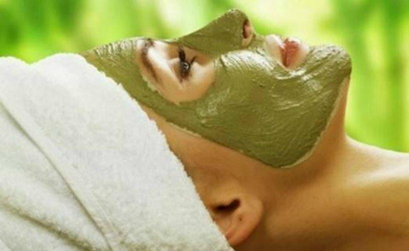 une recette de masque l argile verte contre les peaux grasses les meilleures astuces. Black Bedroom Furniture Sets. Home Design Ideas