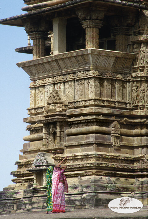 INDE_Madhya_Pradesh_KHAJURAHO_sanctuaire_annexe_au_temple_de_Vishvanath_