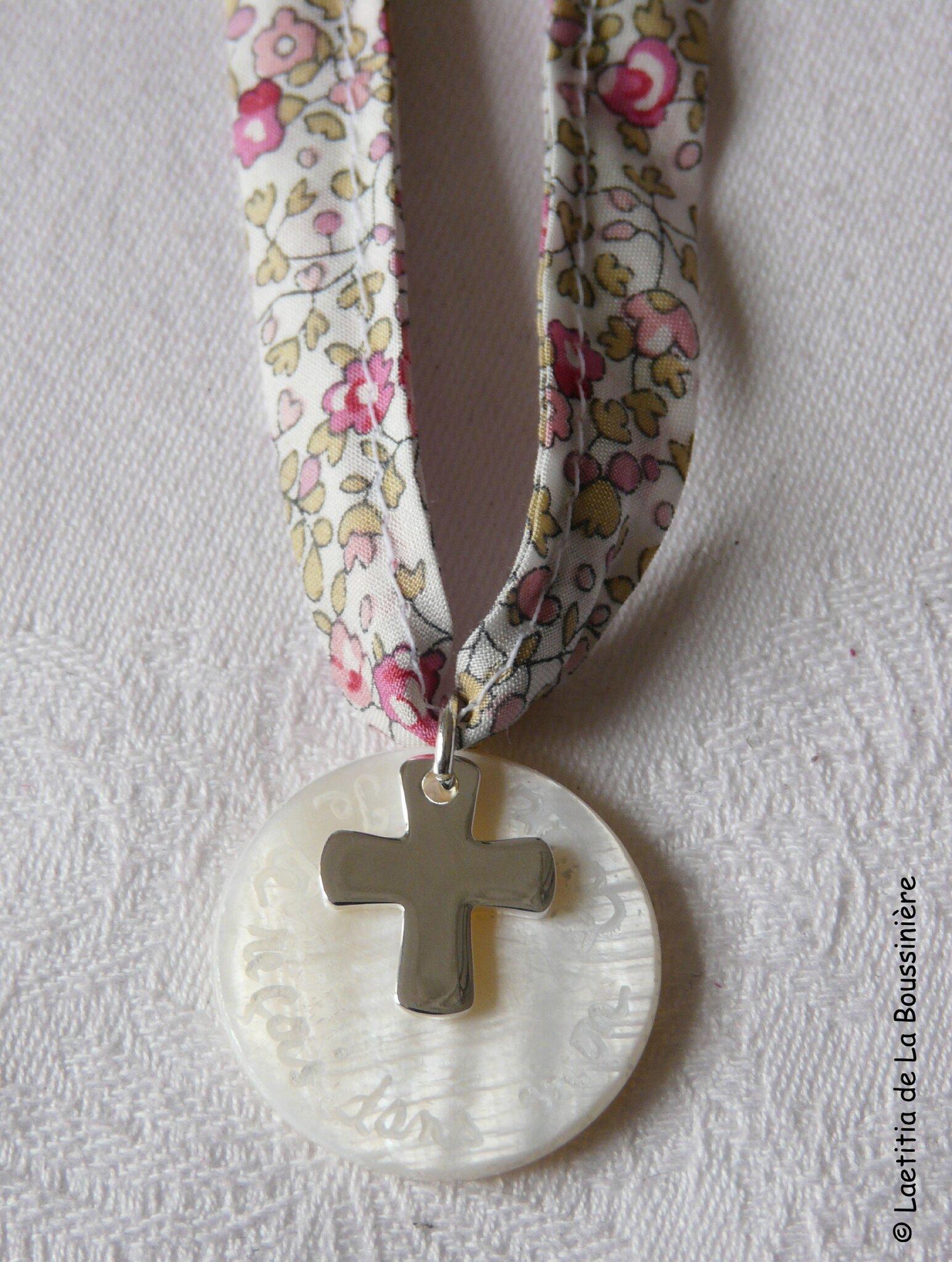 Collier de Première Communion 16 mm (sur ruban Liberty Eloïse rose) - 38 €