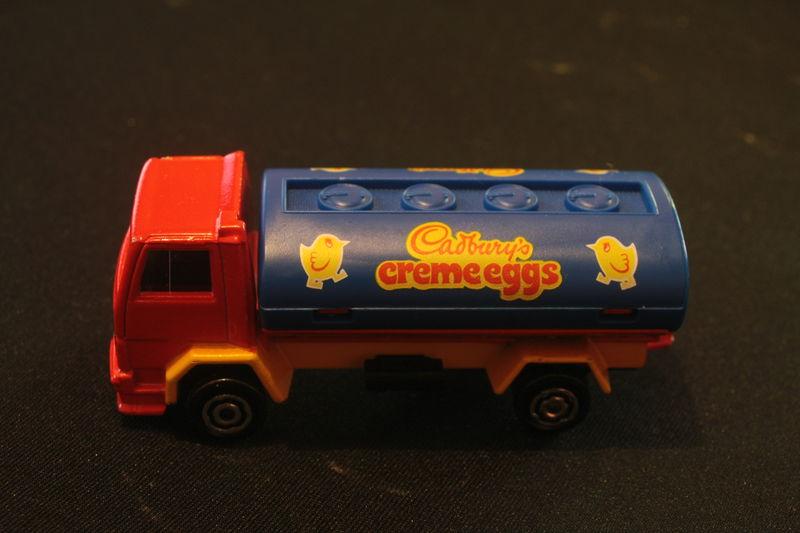 245_Ford Cargo Citerne Cadbury's creme eggs_01