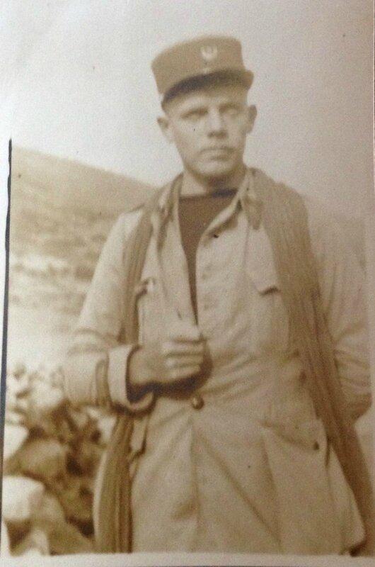 Pierre Jean en 1929 dans le désert