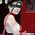 La fille en noir & rouge - gay pride - paris