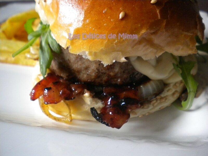 Burger de boeuf limousin, bacon et sauce au cantal 4