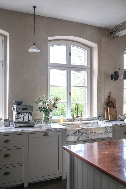 A+Beautiful+deVOL+Kitchen+in+a+Renovated+German+Schoolhouse+-+The+Nordroom+7+grid
