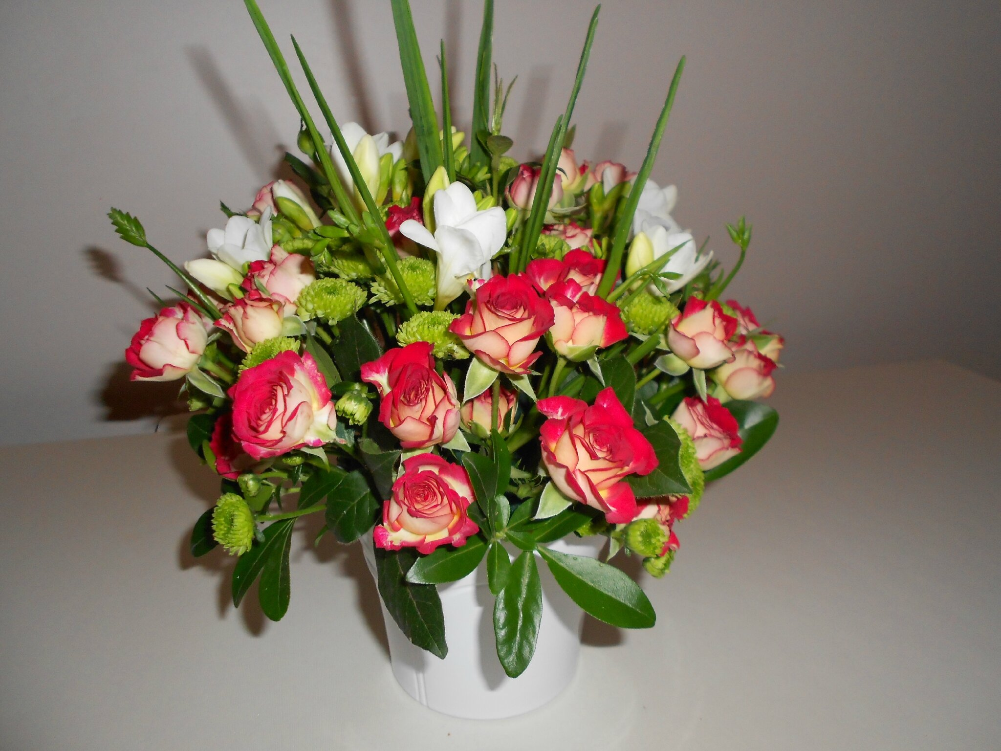 Bouquet vert blanc rouge - compositions florales, passion fleurs