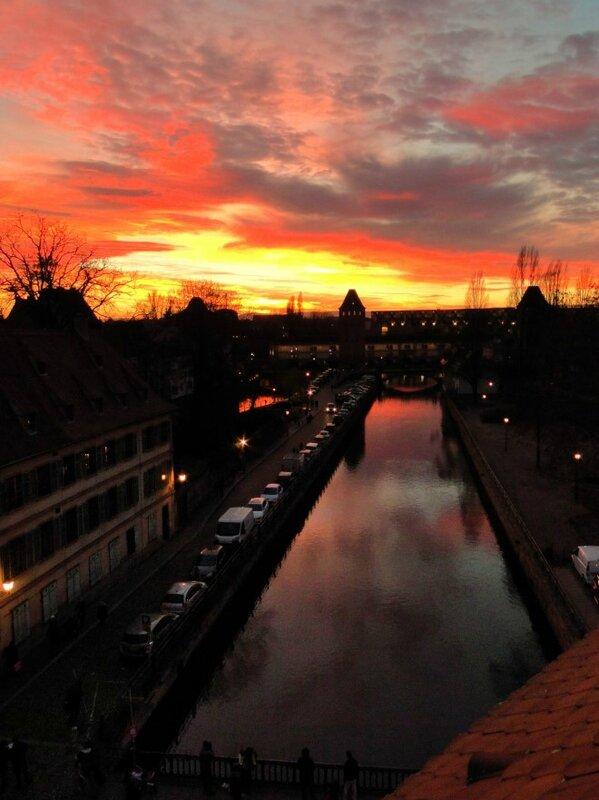 La petite France STRASBOURG coucher de soleil décembre marché de noel ALBERTOSI Mini