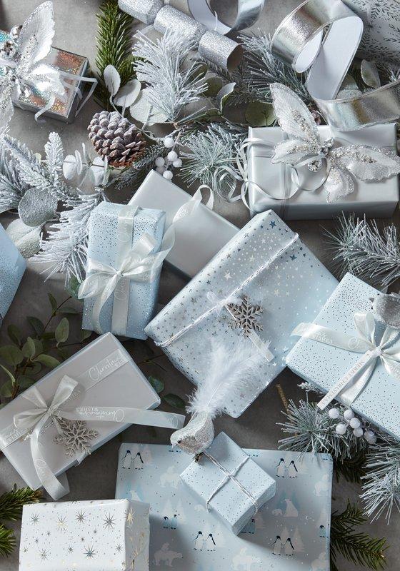 bandm_xmas_2021_silver_paper_gift