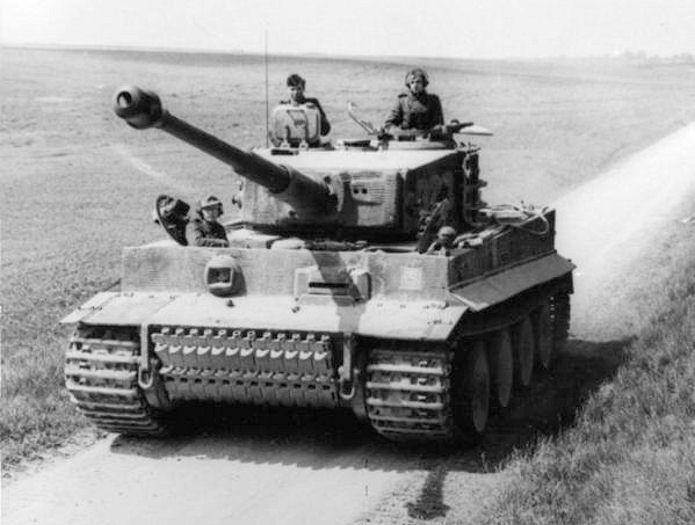 Bundesarchiv_Bild_101I-299-1805-16,_Nordfrankreich,_Panzer_VI_(Tiger_I)_cropped_