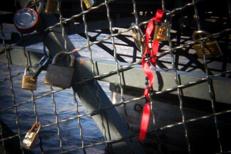 4-Pont des arts, cadenas, ruban (holga)_7460