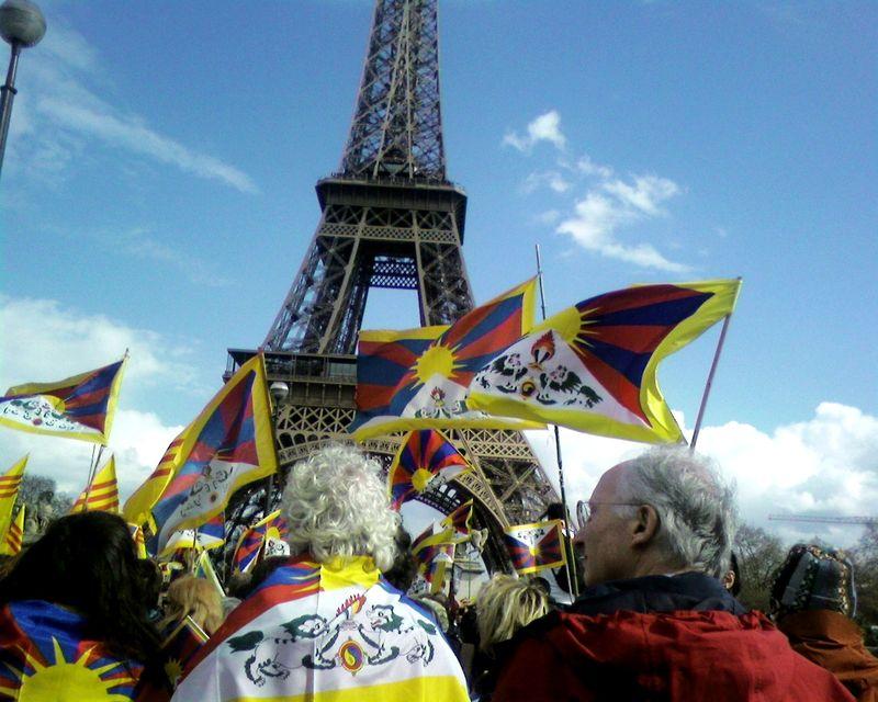 Manif du 7 avril 2008, devant la Tour Eiffel