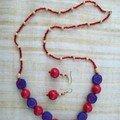 collier rouge et bleu