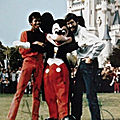 Moment captured: michael jackson et john landis à disneyworld en 1984