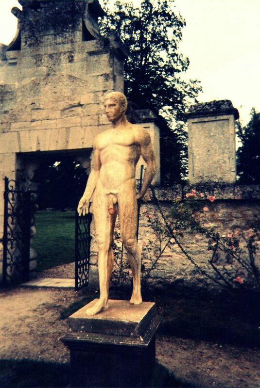 Photo Statue d'homme nu Chaalis (film infrarouge)