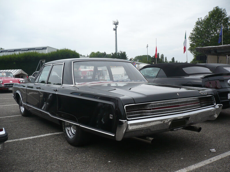CHRYSLER New Yorker 4door Sedan 1968 Illzach (2)
