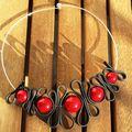 collier rouge et noir pvc