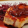Chou rouge à l'ananas, porc ibérique, sauce au vin et sirop de liège