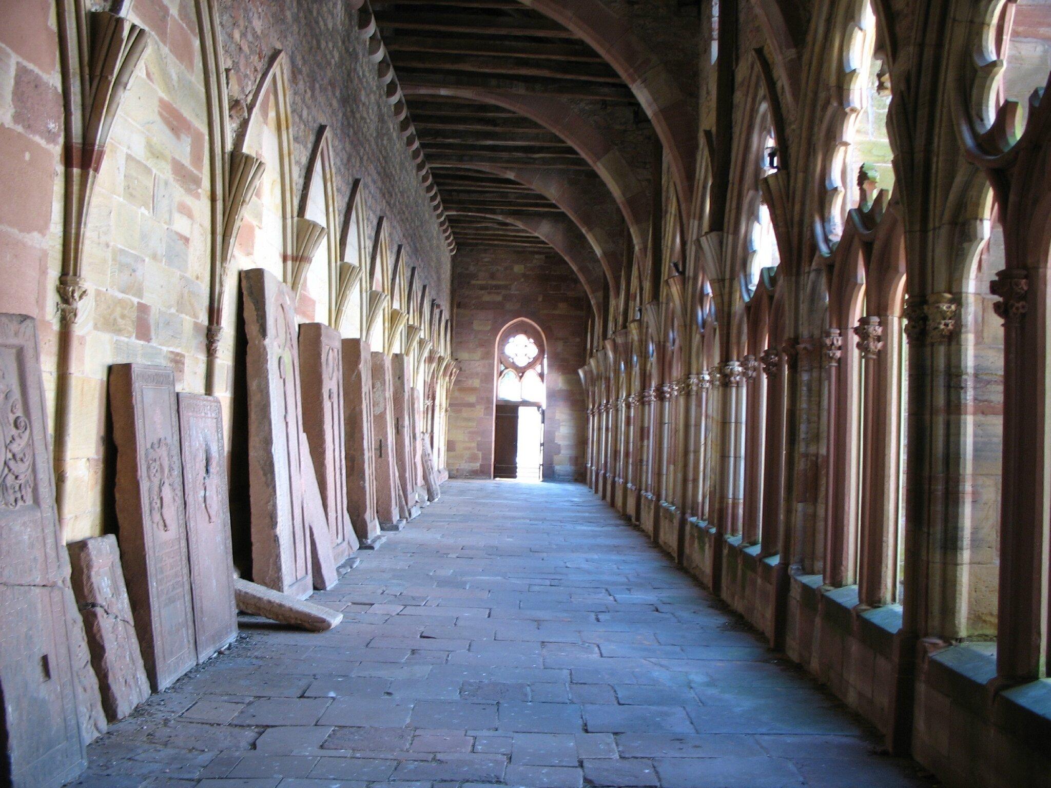 Wissembourg, Abbatiale Saint-Pierre-et-Saint-Paul, galerie du cloitre