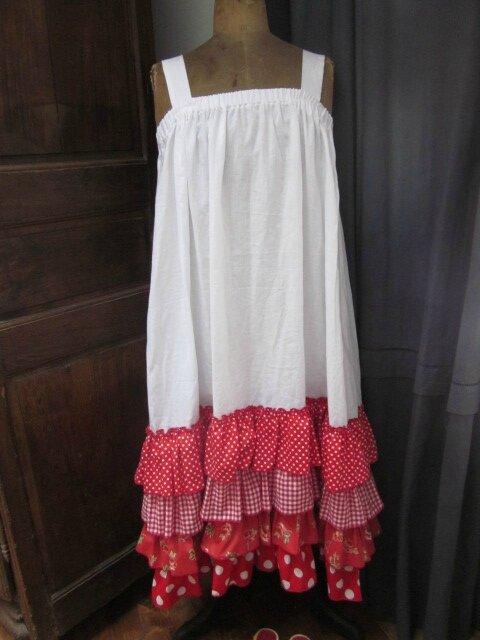 Robe Champêtre en lin blanc ornée de 4 volants de coton vichy, pois et fleurs (15)