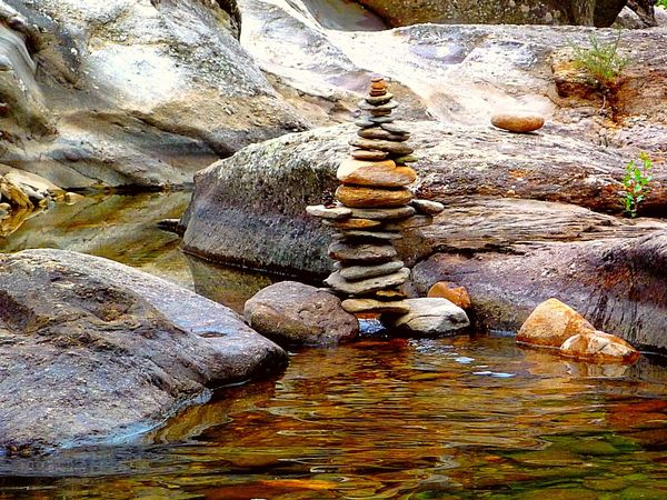 cairn sur la rivière