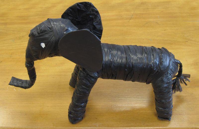éléphant en plastique